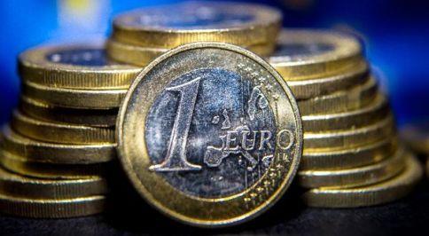 1. januar: Rojstvo evropske denarne unije